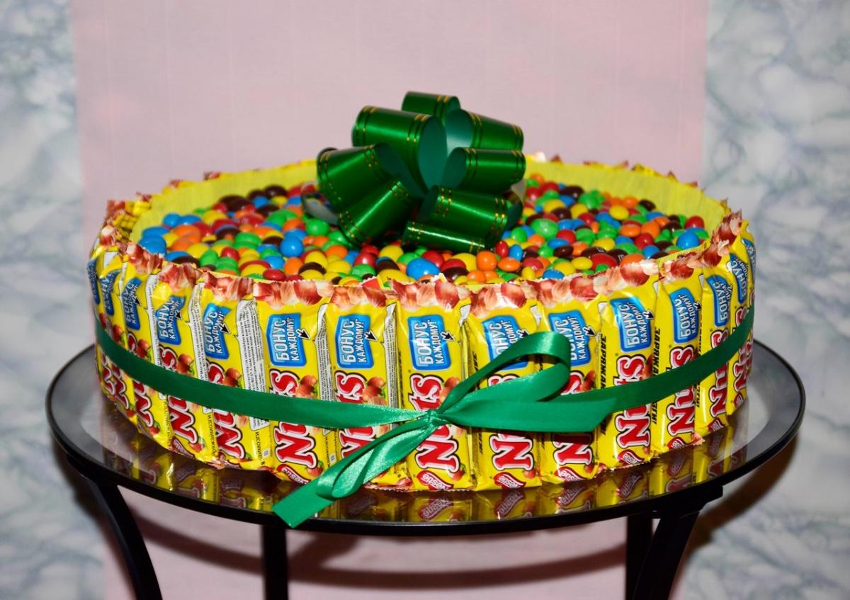 Подарок своими руками : готовим торт из сладостей - фото рецепт пошагово 39